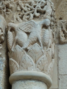 Détails d'architecture d'une église romane du 12ème siècle.