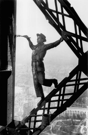 Marc-Riboud_peintre-de-la-Tour-Eiffel-1953